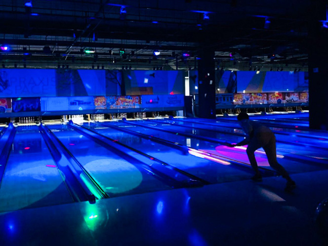 glow-in-dark-bowling